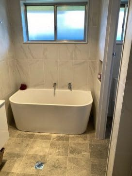 ryde spacious bathtub